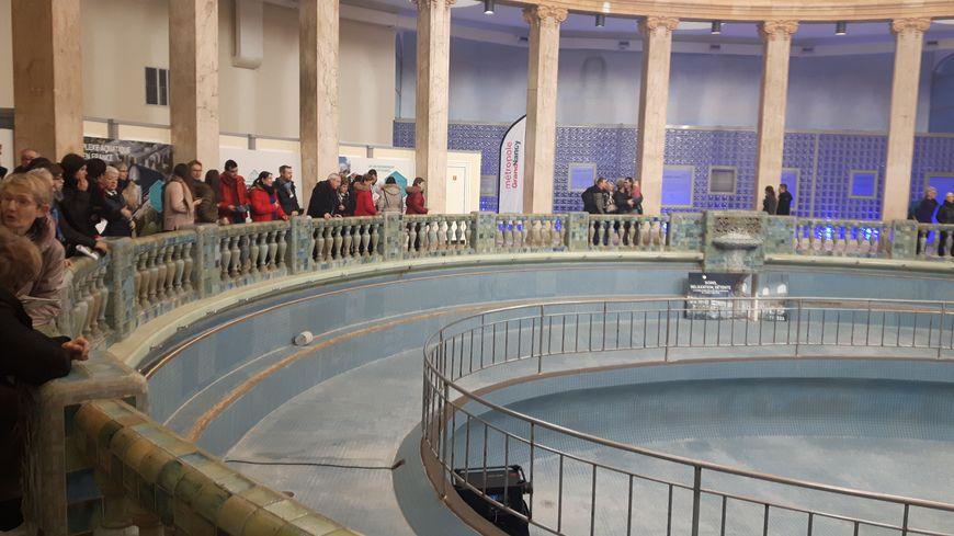 La piscine ronde vidée avant travaux