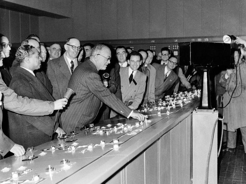 Inauguration de la centrale le 26 octobre 1952