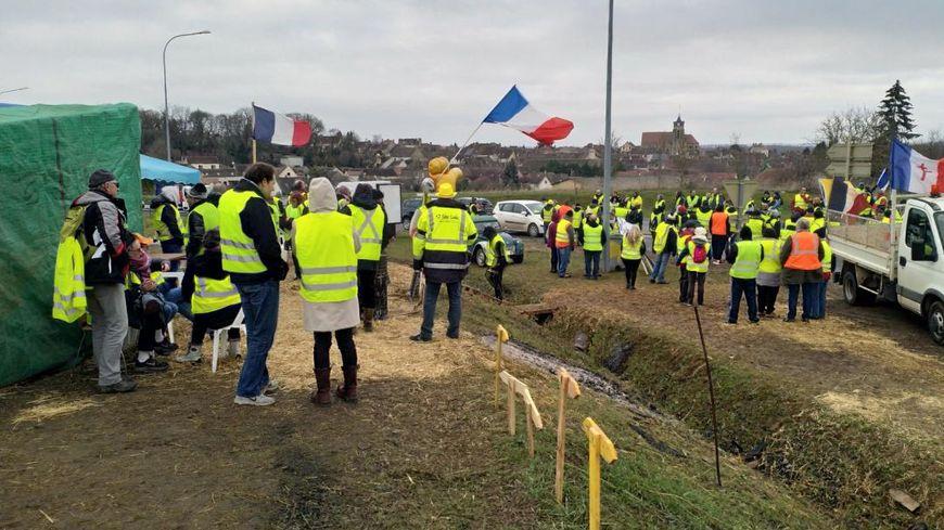 À Villeneuve-la-Guyard, ils étaient 300 selon les gendarmes à manifester dans le centre-ville.
