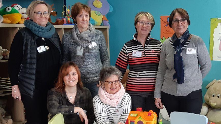 Une partie de l'équipe de 15 bénévoles des Bébés du Coeur d'Avignon qui a accueilli France Bleu Vaucluse.
