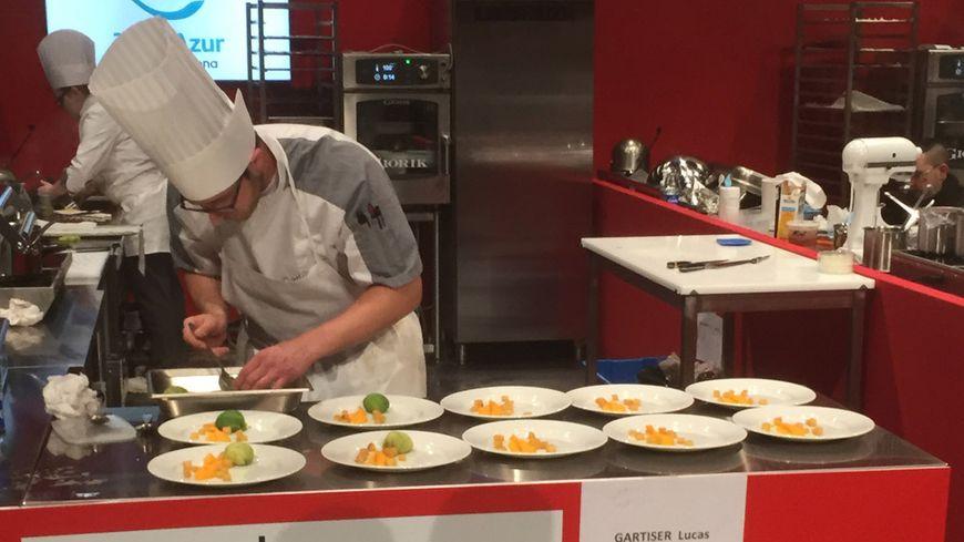 Le cuisinier Lucas Gartiser en pleine action pendant la finale régionale en mars 2018 à Strasbourg.