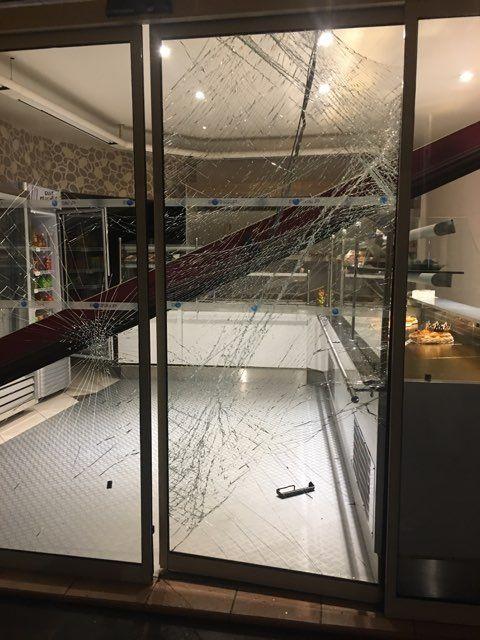 """Les dégâts dans la boulangerie """"La fournée gourmande"""", près de la mairie de Frontignan."""