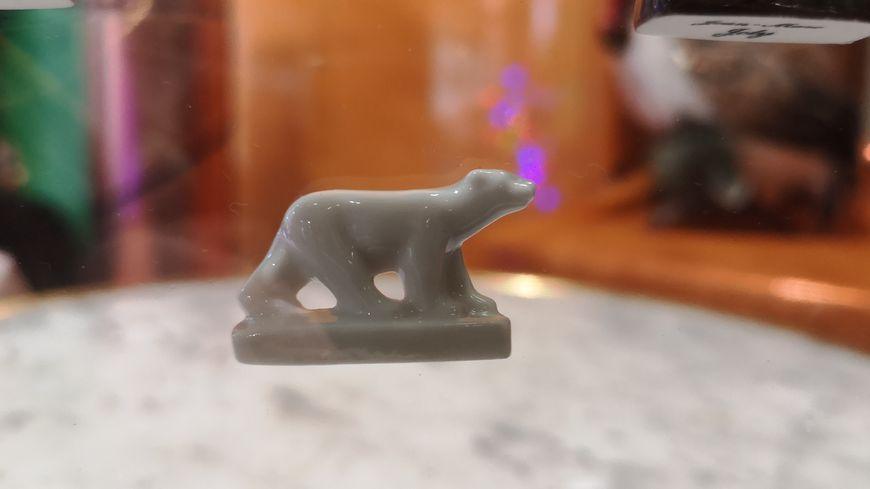 Une très belle miniature en porcelaine de l'ours blanc de François Pompon