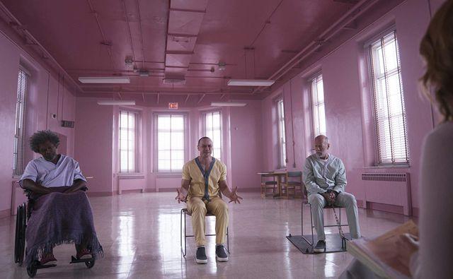 Samuel L. Jackson, James McAvoy, Bruce Willis face à la psy Sarah Paulson