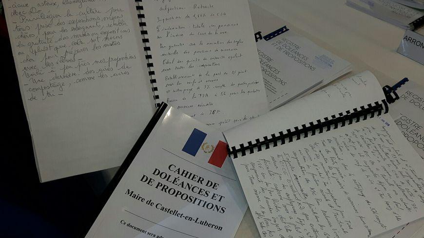 Les cahiers citoyens de doléances centralisés en préfecture de Vaucluse