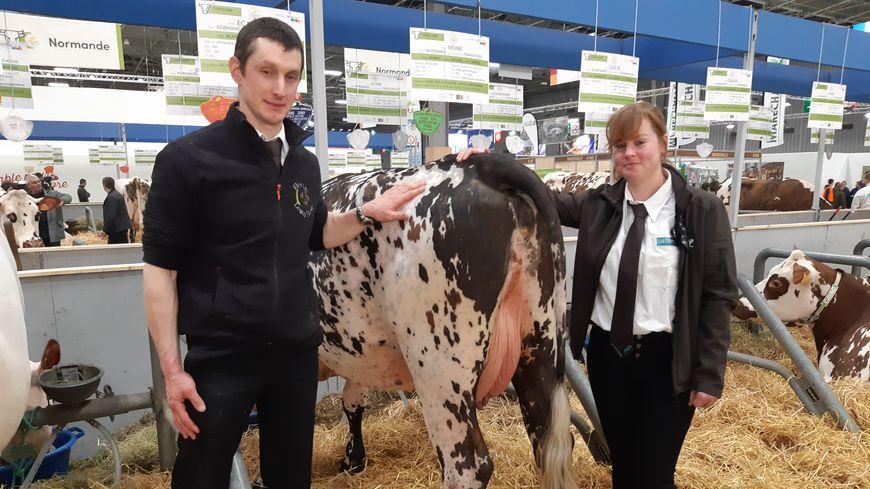 Hervé Legay peut être fier de sa vache Normande. Elle vient de remporter un prix au salon de l'agriculture 2019.