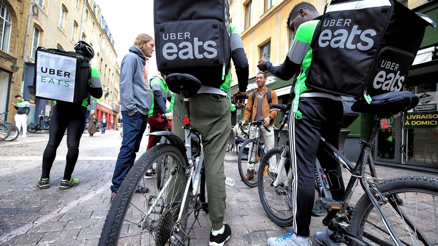 Livreurs Uber Eats en mai 2018 (ici dans les rues de Metz).