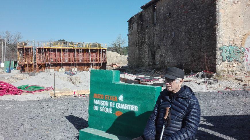 La première pierre de la future Maison de quartier du Séqué a été posée vendredi.