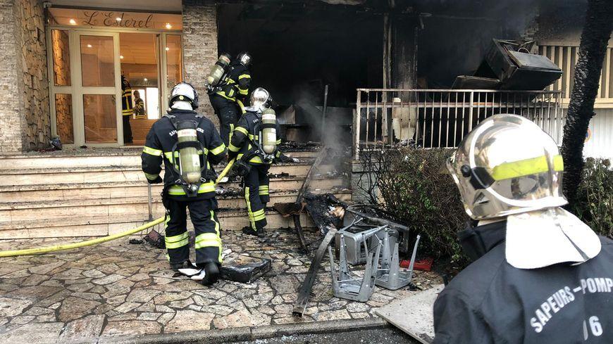Intervention des pompiers après l'explosion d'une pizzeria mardi à Grasse