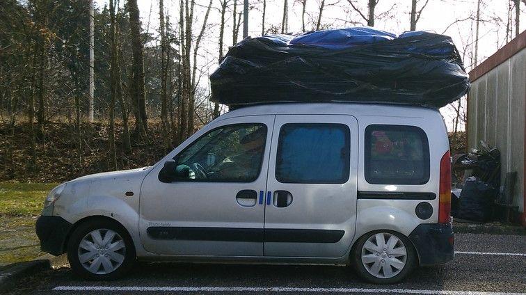 Le véhicule et le matériel transporté pesait 2 340 kg, contre les 1 680 kg normalement autorisés.