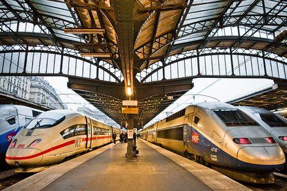 Un train ICE et un TGV dans la Gare de l'Est