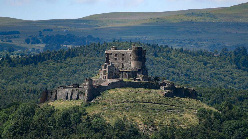 Le château de Murol sert de décor au tournage du film Kaamelott