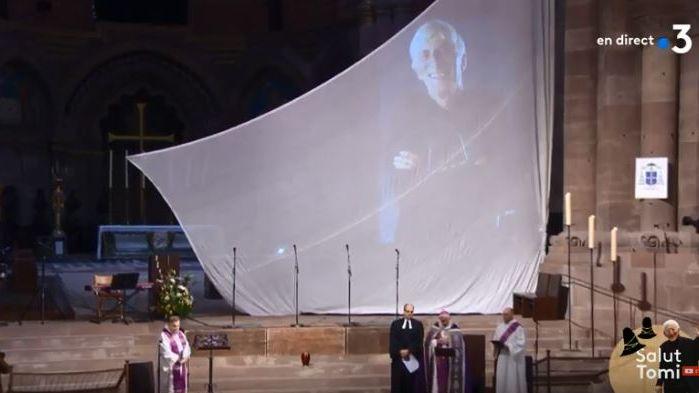 Cérémonie en hommage à Tomi Ungerer à la cathédrale de Strasbourg.