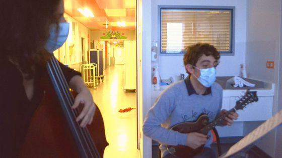 Lorraine Compet et Lucas Henri au service de réanimation à l'hôpital Necker