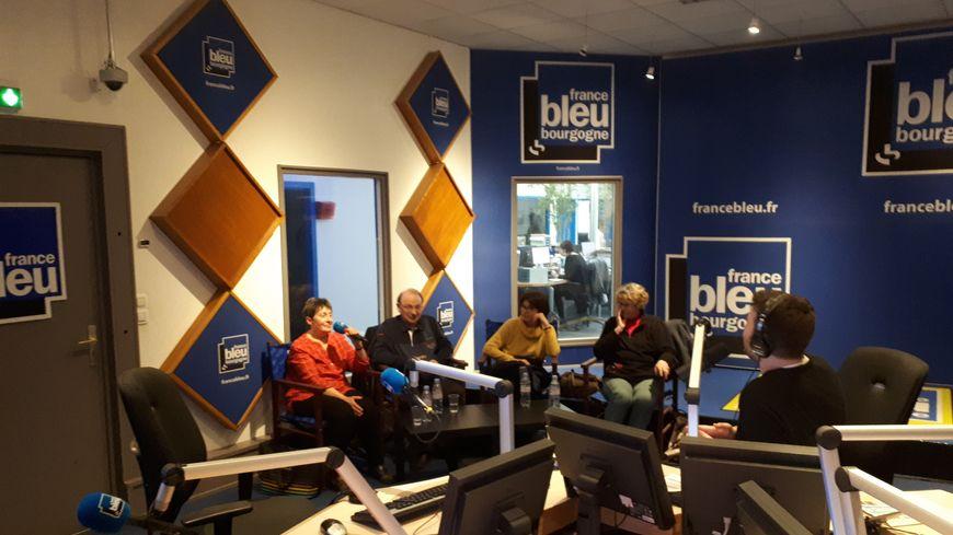Des auditeurs de France Bleu Bourgogne dans les studios de la rue Guillaume-Tell à Dijon