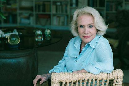 La comédienne Micheline Presle chez elle en mai 2000