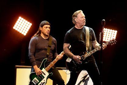 Robert Trujillo et James Hetfield de Metallica se produisent à I Am The Highway: un hommage à Chris Cornell, le 16 janvier 2019 à Inglewood, en Californie.