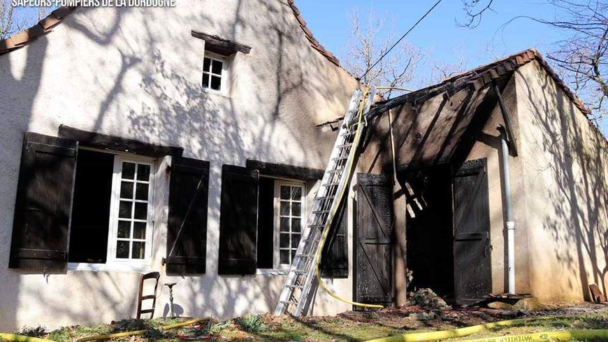 La fumée a endommagé une grande partie de la maison.
