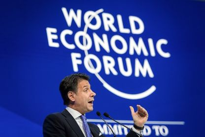 Le président du Conseil italien, Giuseppe Conte plaide pour l'Europe des peuples devant les patrons à Davos