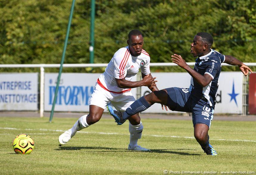 Alan Dzabana (à droite) espère avoir bientôt sa chance avec le HAC en Ligue 2