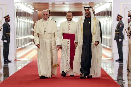 Le Pape a été reçu par le prince Sheikh Mohammed bin Zayed al-Nahyan à Abu Dhabi