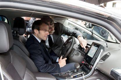 Emmanuel Macron dans une voiture autonome