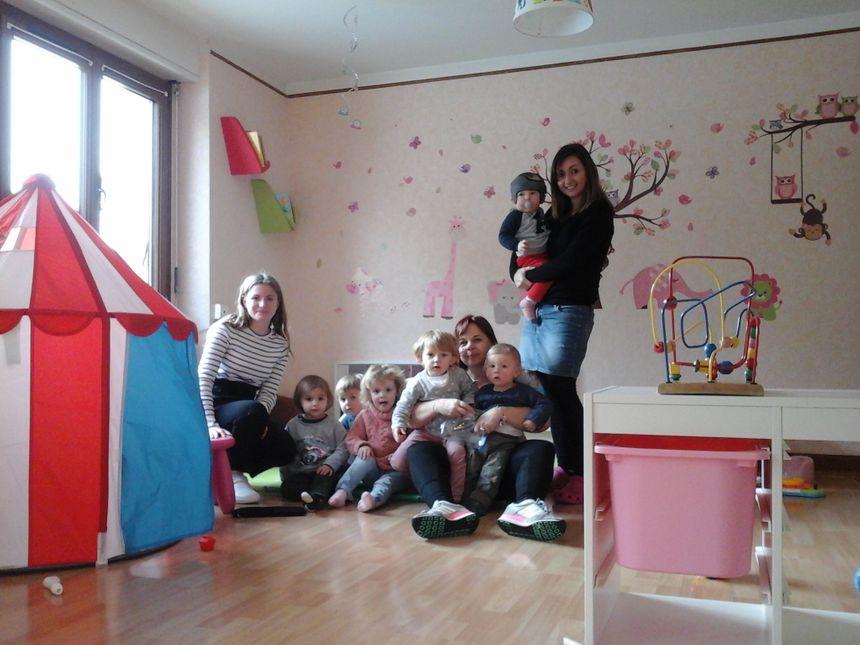 Laura, Elisa, Joris, Alix, Anna, Laurence, Nino, Zachary et Fanny... La vie est belle pour les enfants comme pour les ass'mat' !