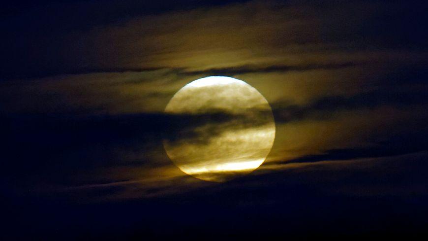 """Ce mardi vous pourrez admirer une """"super lune"""" 870x489_maxnewsworldfour413423"""