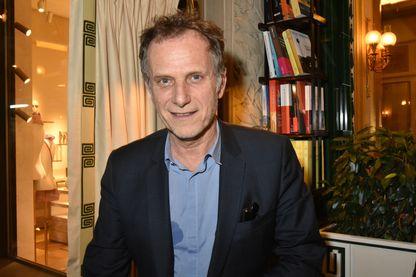 Charles Berling, acteur, metteur en scène, réalisateur, scénariste, producteur et chanteur, aux Deux Magots à Paris, le 14 janvier 2019.