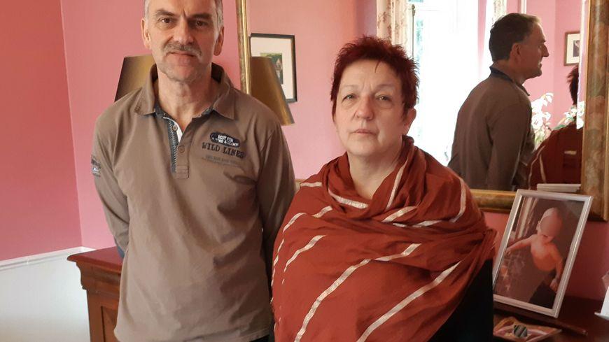 Lydie et Patrice Maninchedda ont perdu leur fille unique, leurs trois petits enfants sont dans un camp kurde en Syrie. Depuis Libercourt, ils en appellent à Emmanuel Macron.