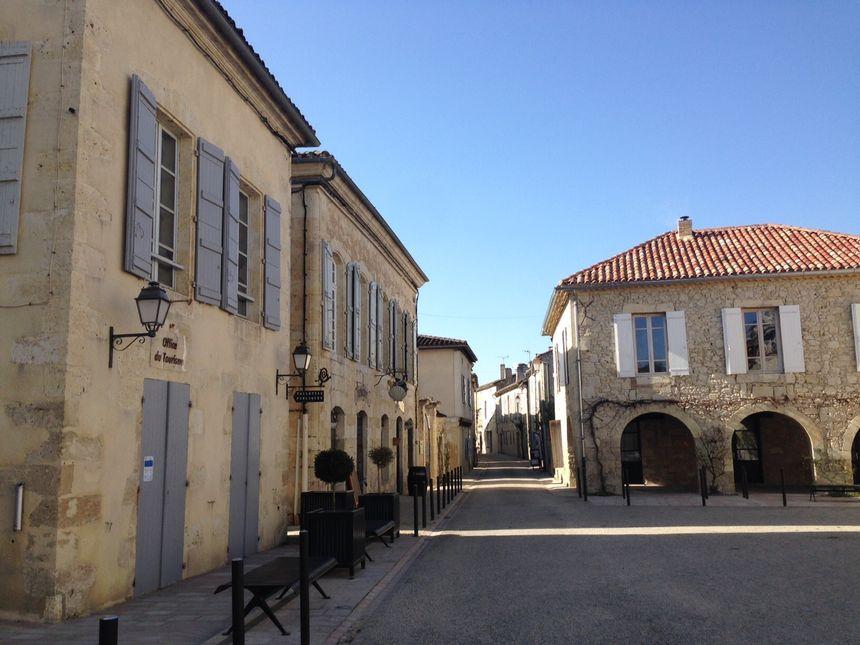 La place du village de La Romieu