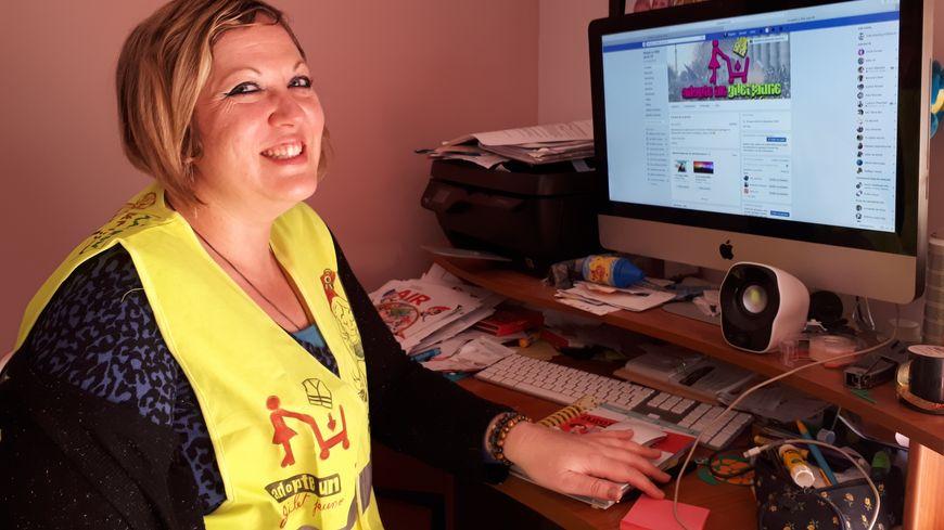 """Virginie est administratrice .d'""""Adopte un gilet jaune 33"""", la page Facebook créée spécialement pour les célibataires qui portent le fluo."""