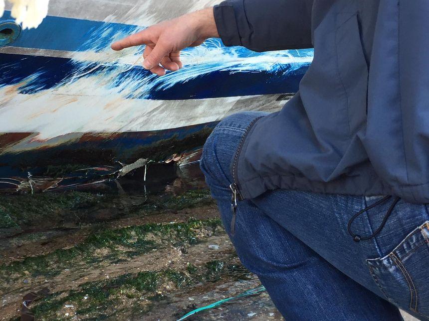 La coque est percée sur 1,5 m de long
