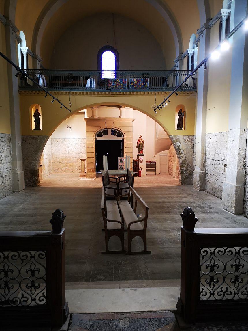 Le plâtre empêchant les pierres de respirer a été enlevé sur une partie des mûrs de la chapelle de Méze