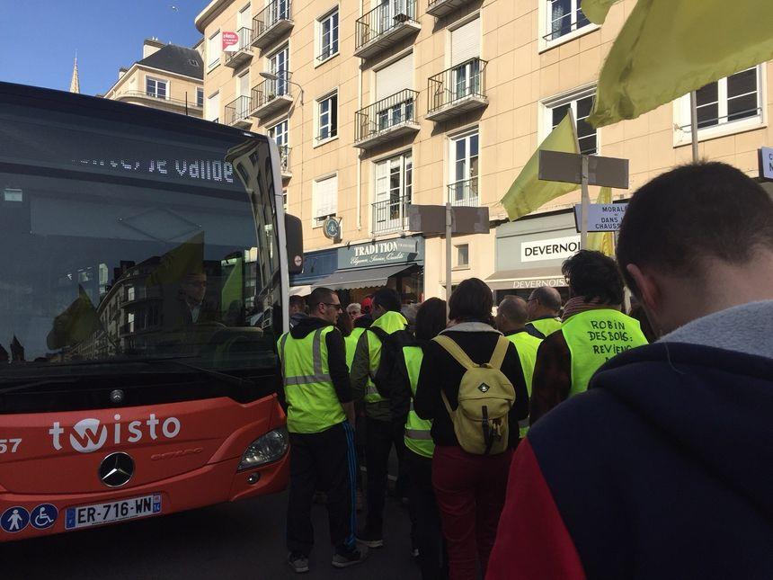 Des bus et la circulation du centre-ville perturbée par cette manifestation non déclarée