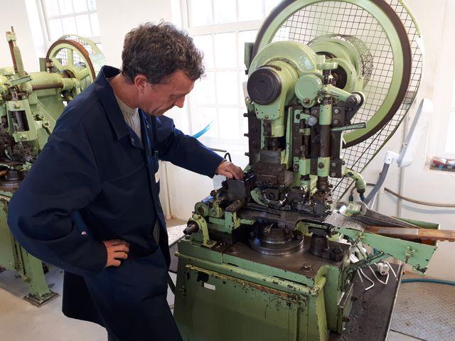A la manufacture Bohin, on utilise des machines qui ont plus de 100 ans.