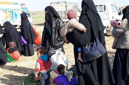 A la sortie de l'eenclave de Baghouz