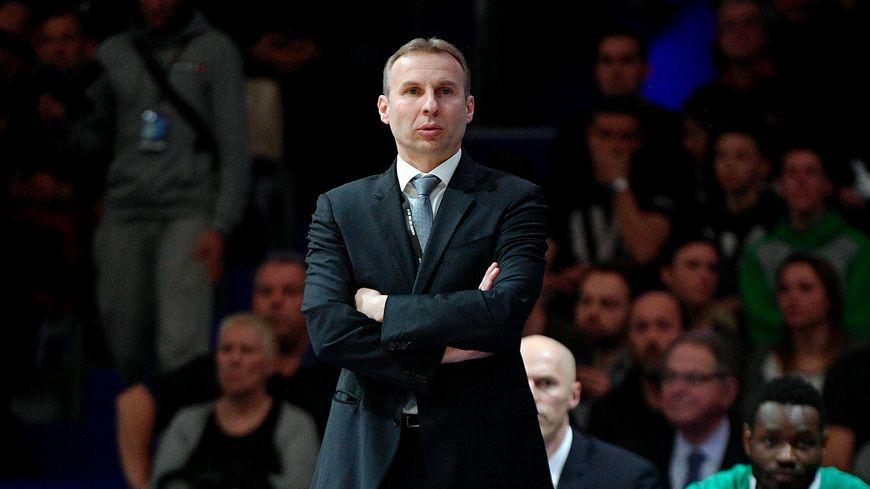 Laurent Vila, forcément déçu après l'élimination de l'Élan Béarnais face à Levallois.