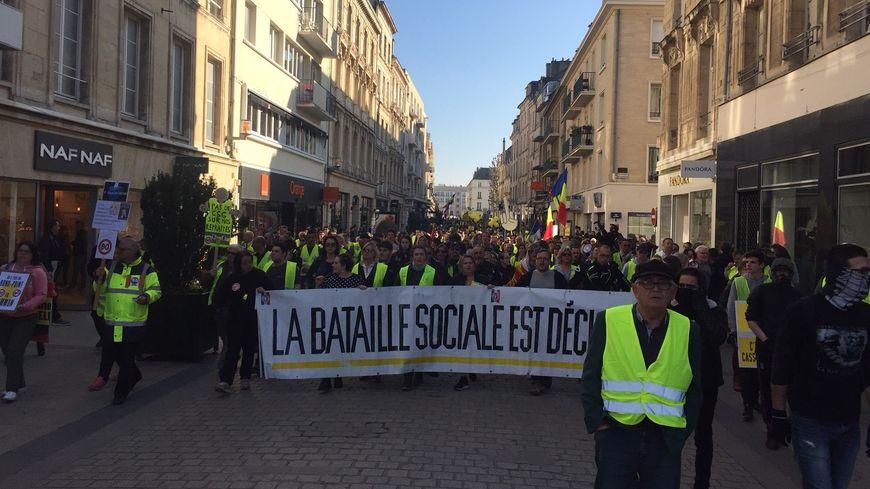 """Les """"gilets jaunes"""" dans le centre-ville de Caen pour l'acte XV"""