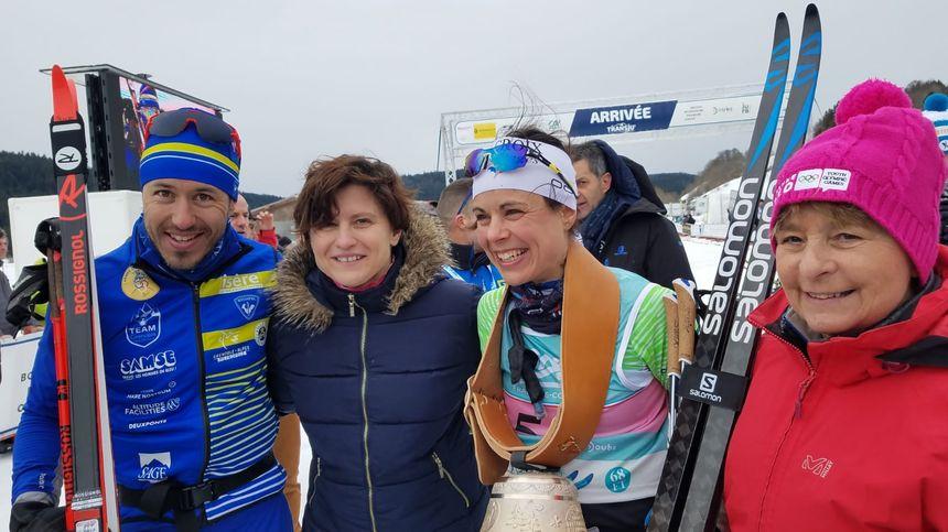 Les deux vainqueurs posent avec la Ministre des Sports et la présidente de Région.