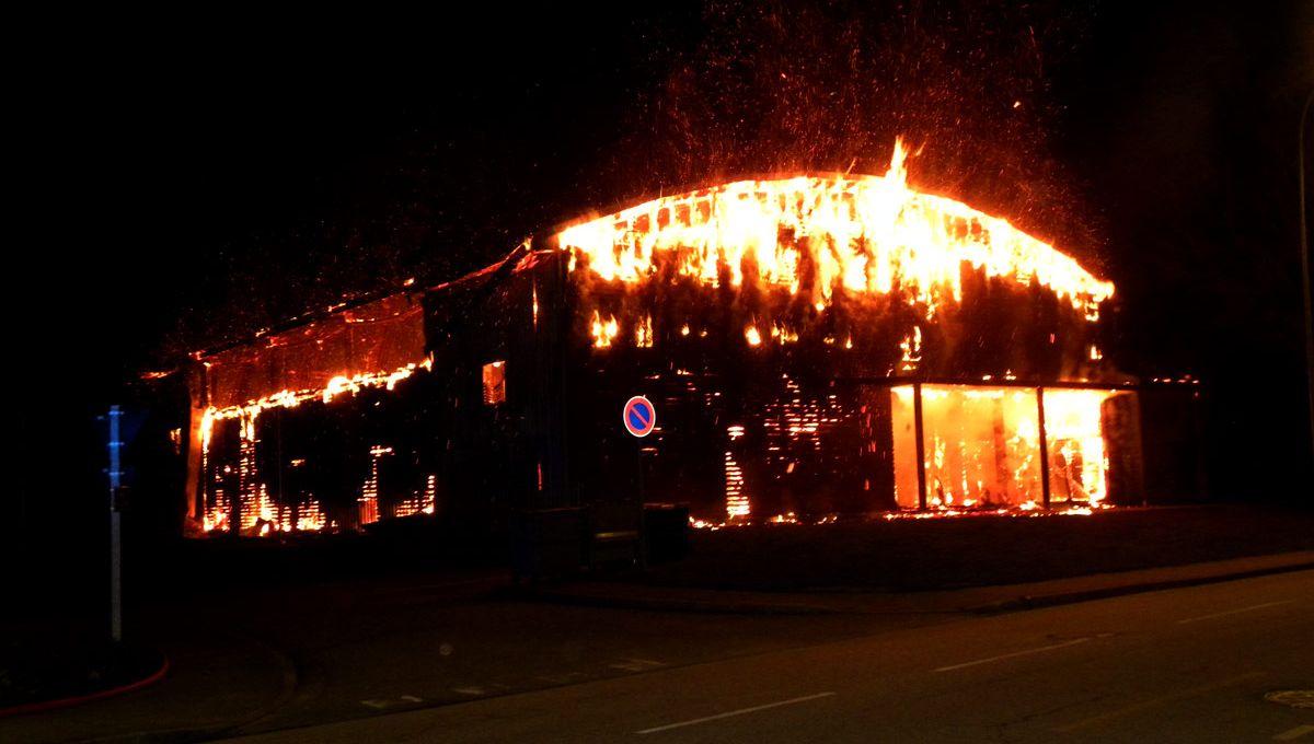 Un Gymnase D Argentan Detruit Par Un Incendie