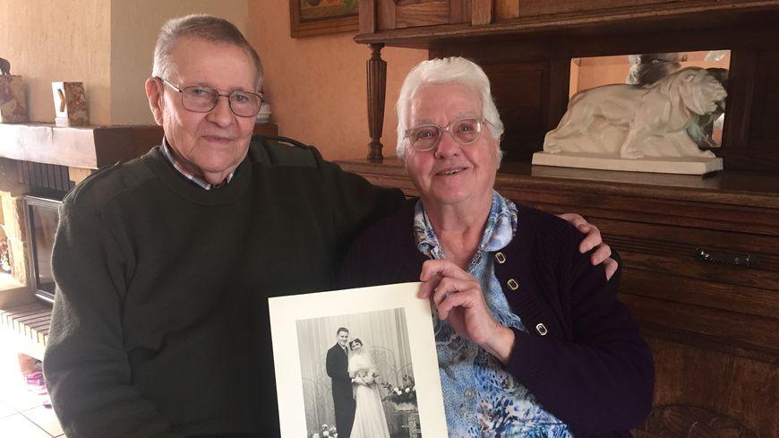 Pierre et Anne-Marie Merliot, ici chez eux à Baralle (Pas-de-Calais), se sont mariés en décembre 1958.