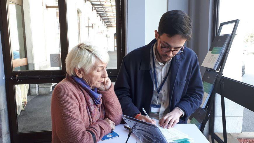 Henriette a répondu au questionnaire en gare de Pau