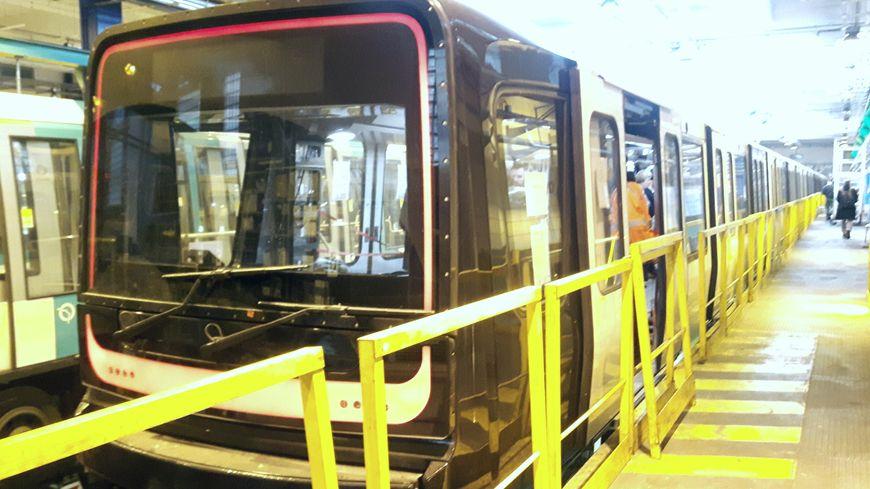 La nouvelle rame MP14 est actuellement testée la nuit sur la ligne 1 du métro