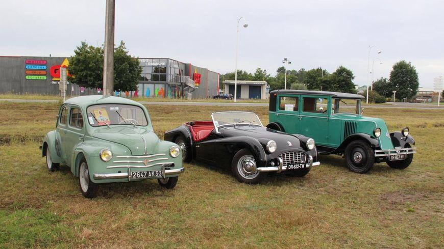 Rassemblement de véhicules anciens avec l'Auto Biscarrosse Club