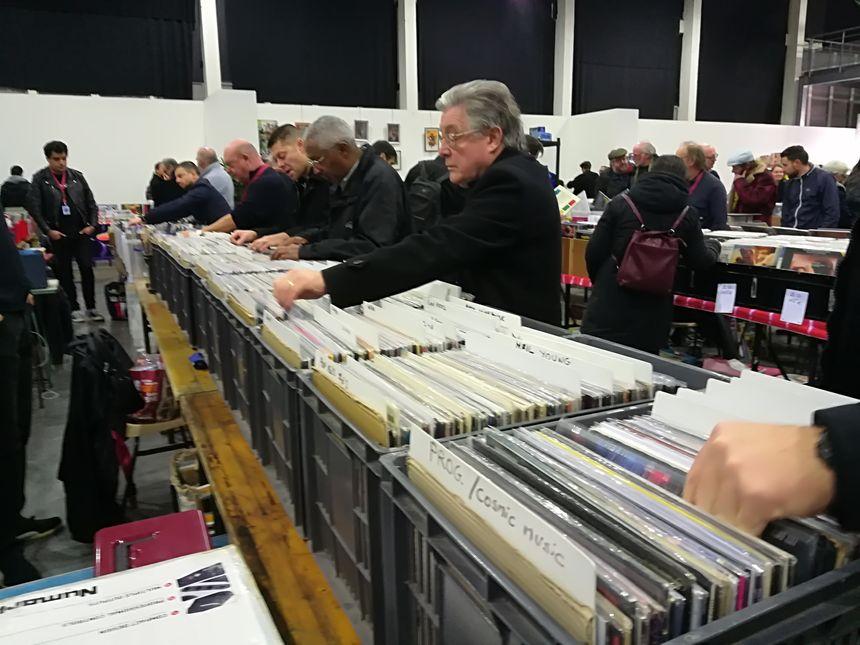 Une trentaine d'exposants ont mis en vente des vinyles ou des BD