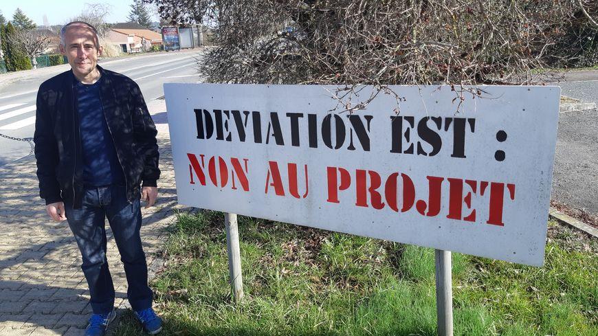 """Frédéric Cramarégeas, de l'association """"Pour notre droit à un environnement sain à Bassillac"""" milite contre le contournement"""