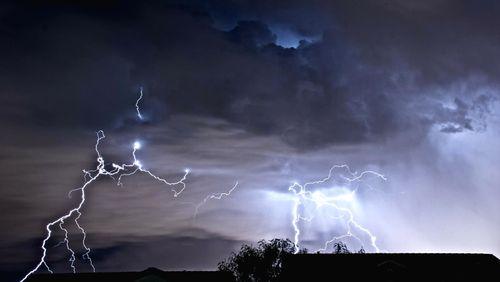 Épisode 1 : Surpris par l'orage, traversés par la foudre