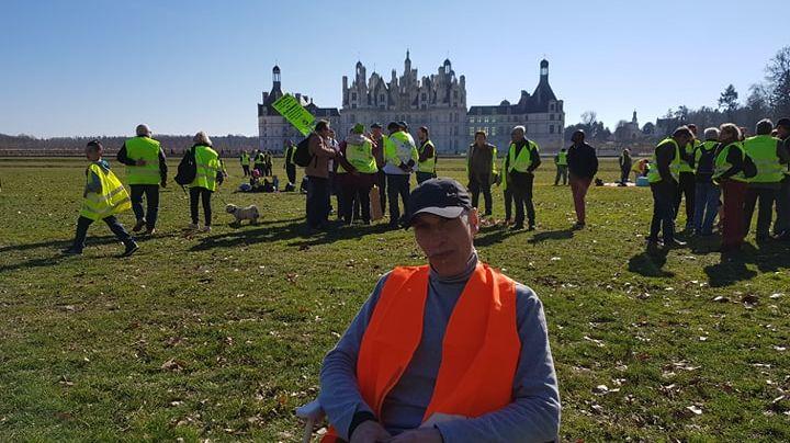 Benoît, gilet jaune de Chartres, est venu manifester et pique-niquer devant le château de Chambord.