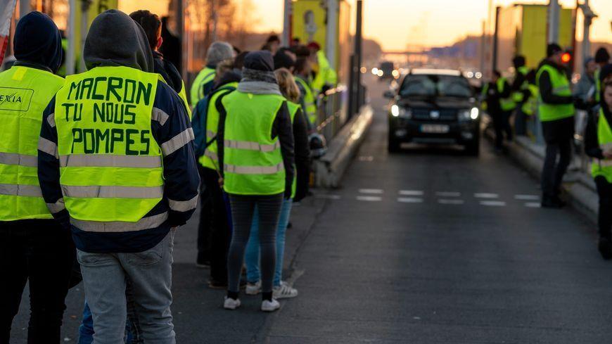 Les gilets jaunes sur les péages - illustration. © Radio France - PASCAL BONNIERE